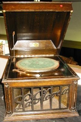 Gramophone [La Gloria]