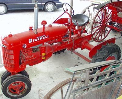 Tractor [McCormick International Farmall B]