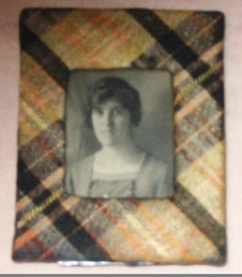 Photograph [Frame photographic portrait of a woman]