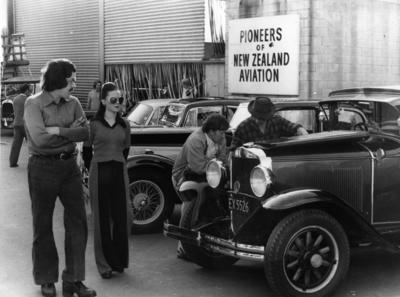 Live Days : vintage car display