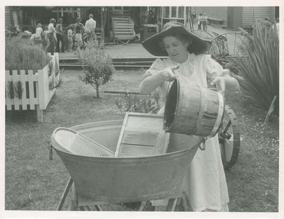 Live Days : Joyce Lush at the wash tub