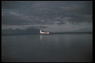 [Collection of colour slides showing TEAL Short Solent ZK-AMO flying the Coral Route]