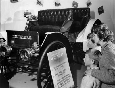 Automobiles : International Auto Buggy 1908