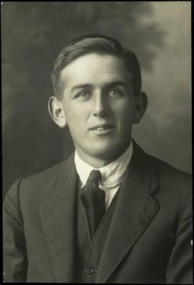 Black and white studio portrait of Herbert Drewitt