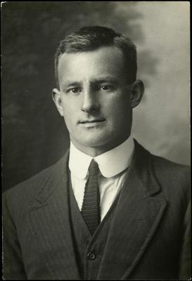 Black and white studio portrait of Harry Waldo Collier