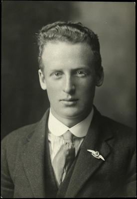 Black and white studio portrait of Henry Hugh Blackwell