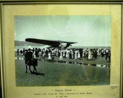 "[History made : Charles Ulm lands the ""Faith in Australia"" on Orewa Beach]"
