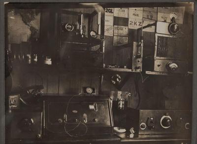 L E Birch's radio room, early 1930s (ZL2HI)