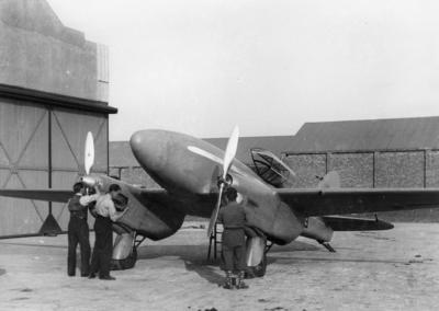 de Havilland Comet at de Havilland factory prior to race