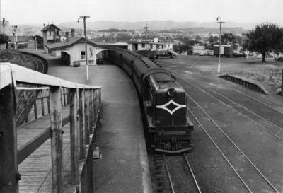 Locomotive De 505 at Avondale, 1954