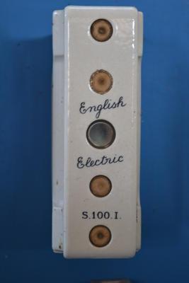 Porcelain Fuse Unit [English Electric]