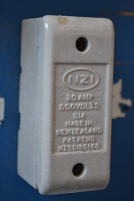 Porcelain Fuse Unit [NZI]