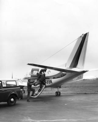 Beechcraft 99 loading mail