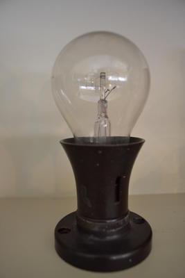 Light Bulb in Socket [Comet]