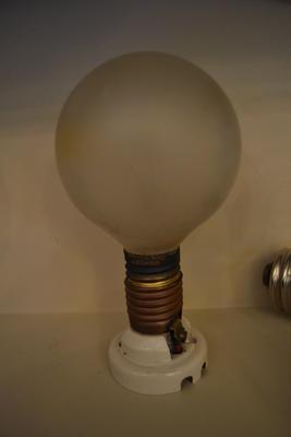 Light Bulb and Socket [Condor]