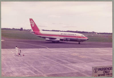 ZK-NAE Boeing 737-219 22.5.83 Rukuhia