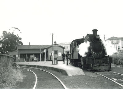Steam locomotive Ww 644 at Onehunga railway station, 1954