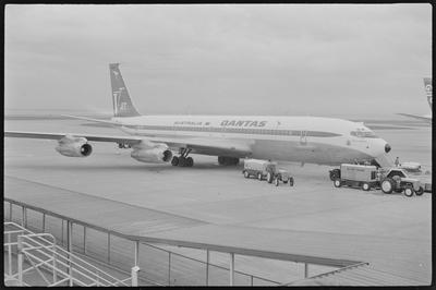 VH-EAA 22.10.73 Auckland [Boeing 707]; John Page; 22 Oct 1973