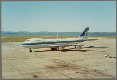 ZK-NZW Boeing 747-219B Auckland International Airport 14.5.94