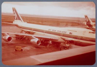 [Boeing 747 photograph]