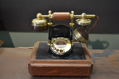 Telephone [Replica]
