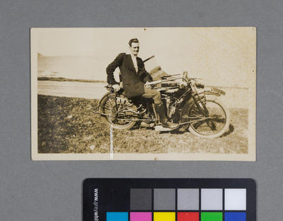 [Frederick Raynor Pinny on Indian motorcycle sidecar combination WN-2972]