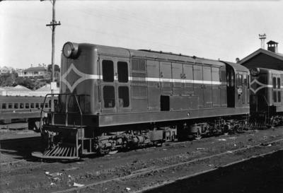 Diesel locomotive De 503 at Auckland 1953