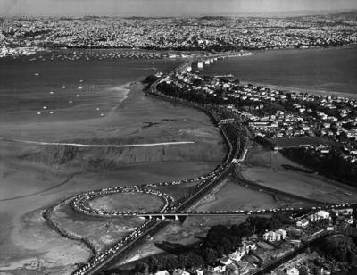 Auckland harbour bridge public walkover day, 1959