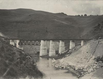 Riley's bridge between Ohakune and Waiouru, c 1908