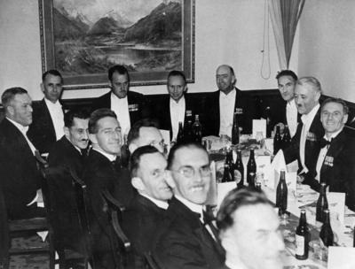 Ex-airmen from WW1 at group reunion, Auckland 1933