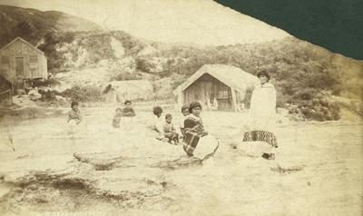 Group photograph of Maori women and children at Whakarewarewa