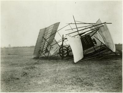 [Auckland Aeroplane Syndicate's crashed Manurewa aeroplane]