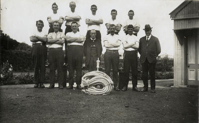[Unidentified tramway tug of war team]; Unknown Photographer; Unknown