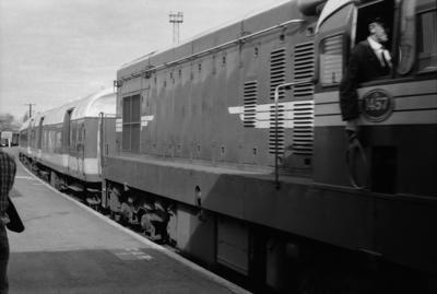 Photograph of diesel locomotive DA 1457, 'Endeavour'