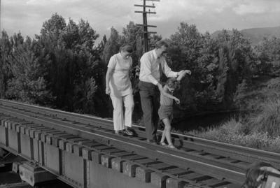 Photograph of rail bridge, Thames