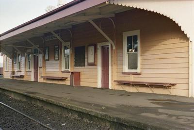Photograph of Avondale railway station