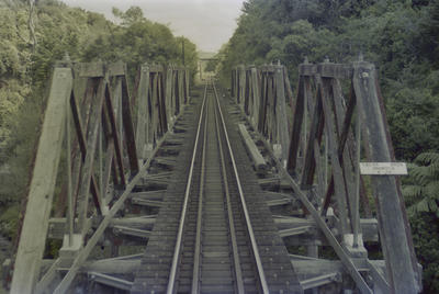 Photograph of four-truss bridge