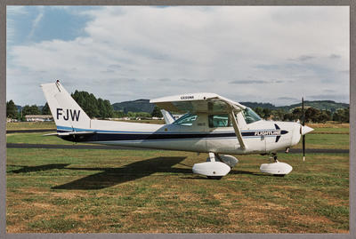 ZK-FJW Cessna 152 II 16.1.94 Ardmore
