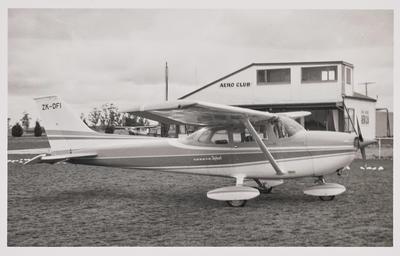28.9.72 Timaru white yellow  gold [ZK-DFI Cessna 172L]