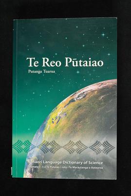 Te reo pūtaiao : taumata 1-5 o te pūtaiao i roto i te marautanga o Aotearoa = A Māori language dictionary of science.