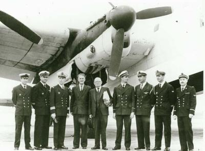 Avro Lancaster presentation ceremony : Sir John Allum and Merv Sterling with the French Air crew.