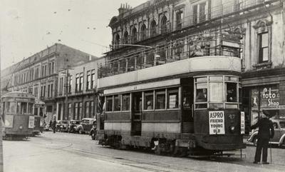 [Wellington double-decker tram no. 47 en route to Thorndon]