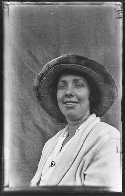 [Glass plate negative portrait of an unknown woman]