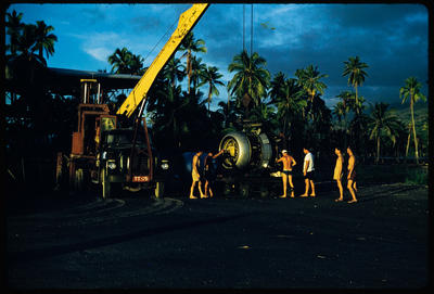 [Lifting engine of TEAL Short Solent for change at Tahiti]