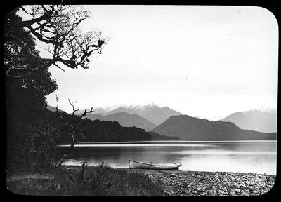 Lake Manawapouri. New Zealand; New Zealand. Government Tourist Department.; Late 19th Century-Early 20th Century