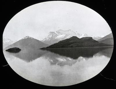 Head of Lake Wakitipu Mt. Earnslaw. New Zealand