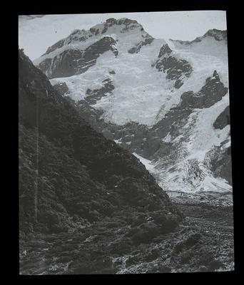 [Mountain scene]
