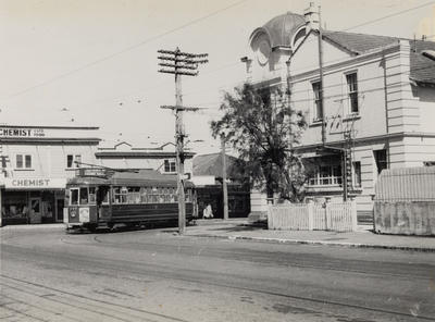 No. 249 turning into Victoria Avenue, at Remuera Post Office.