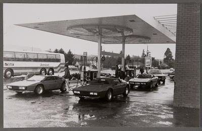 [Heron MJ1 at a petrol station]