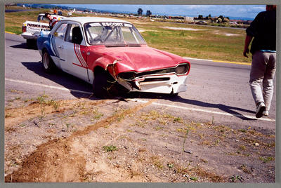 [Ford Escort crash into racing bank]